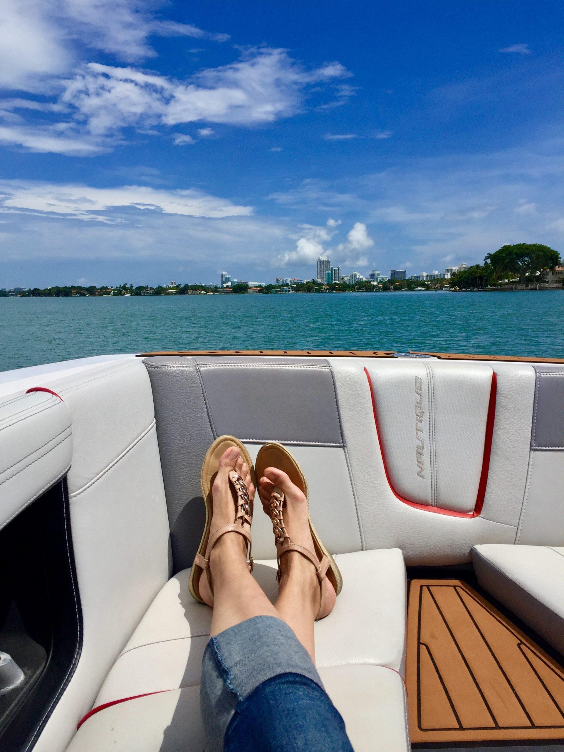 Photo of Een rubberboot is compact en gemakkelijk mee te nemen naar al uw vaarbestemmingen